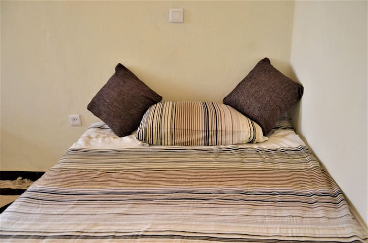 Cozy Bedroom with Double Bed and high quality mattress for 1-2 Guests