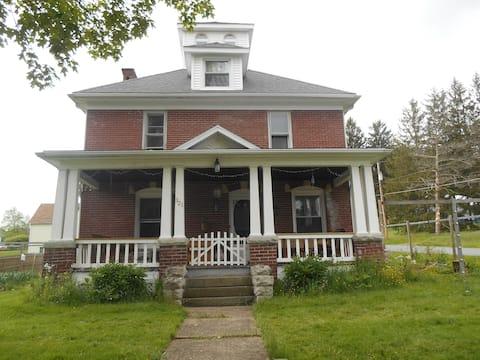 1904 American Foursquare Home