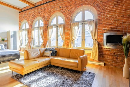 LOFTS ST JEAN, Old Québec Penthouse LOCATION A1