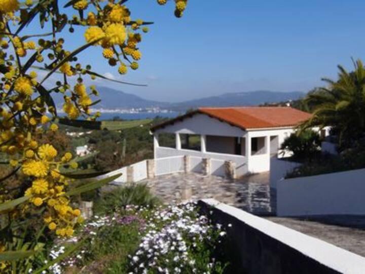 Villa bord de mer avec vue sur la baie d'Ajaccio