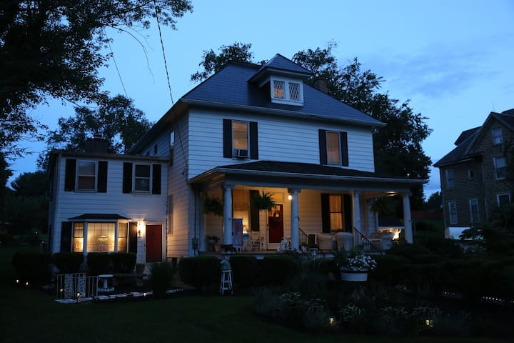Inn The Park Bed & Breakfast-The Heavenly Hideaway - Christiansburg