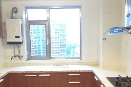 世纪华府 大床房 - Yantai - Appartement