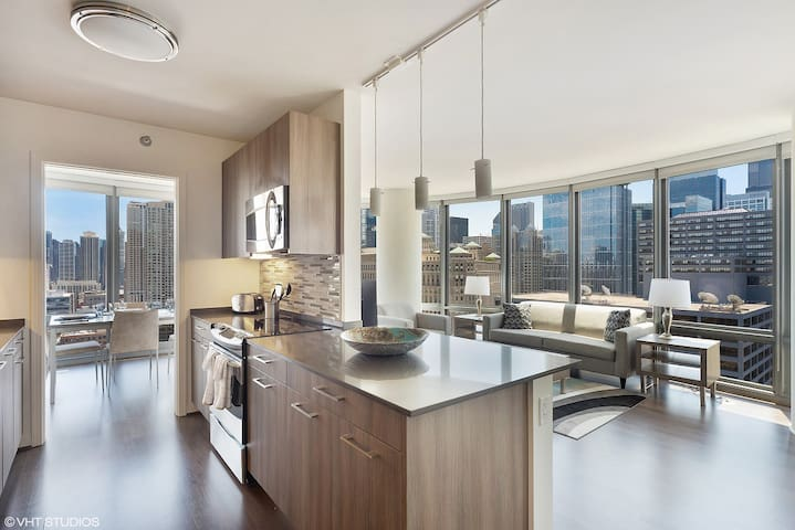Luxurious City Living In River North!
