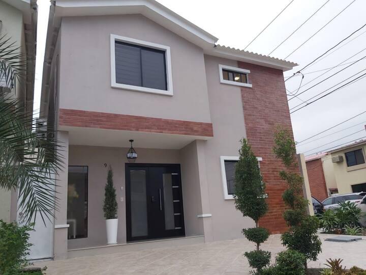 VillaBonita y confortable en Samborondon-Guayaquil