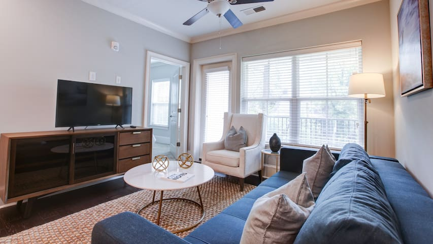 2BR Luxury Apartment by Hospitals, Great for Work!