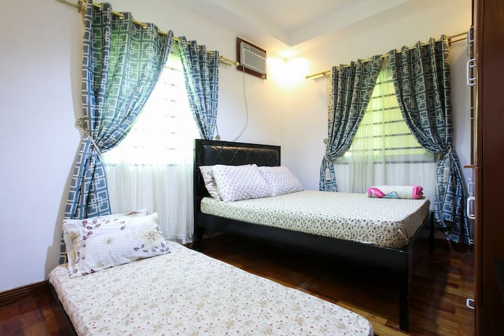 a cozy,and clean comfortable bed to stay and relax...just 2 private rooms in  house ....available