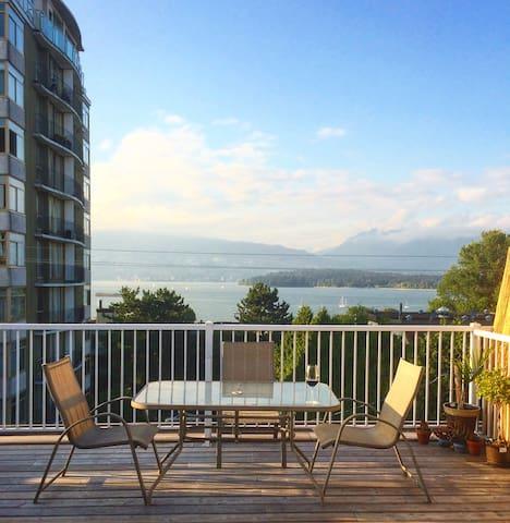 Cozy Boho Beach Apartment - Vancouver - Flat