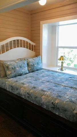 """The Lookout"" Captain's Bed"