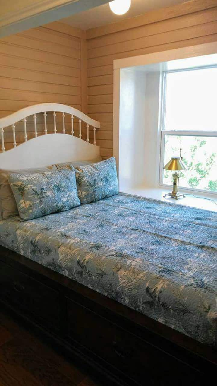 """""""The Lookout"""" Captain's Bed"""