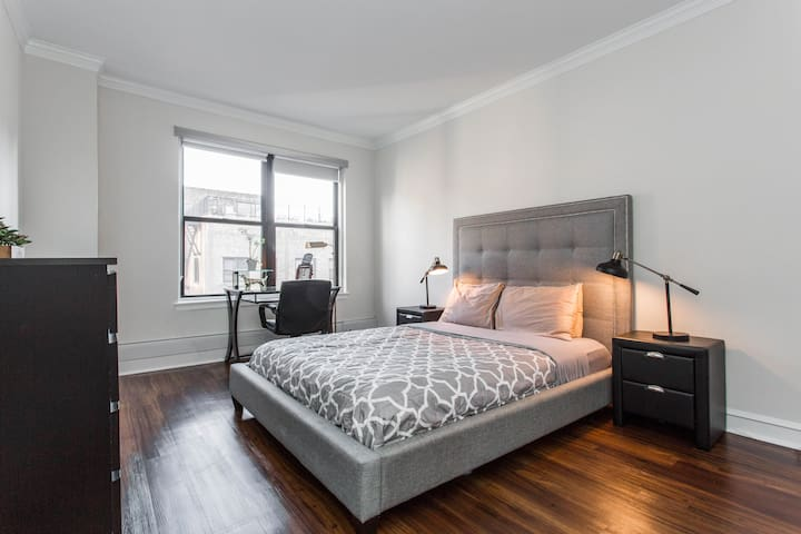 SuperHost Michigan Ave GOLD COAST w/ QUEEN BED