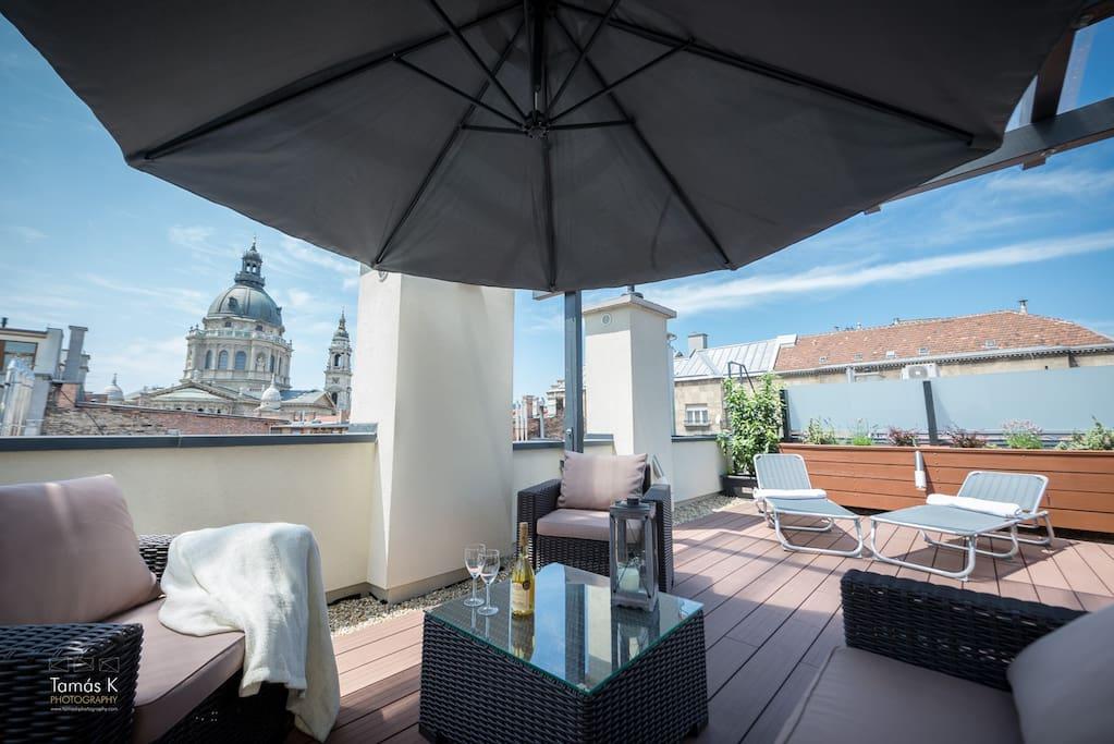 Huge roof terrace (100m2)