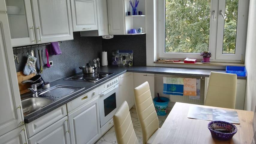 schöne Wohnung frisch renoviert und neu möbiliert - Unterhaching - Apartamento