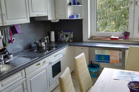 schöne Wohnung frisch renoviert und neu möbiliert - Unterhaching - Byt