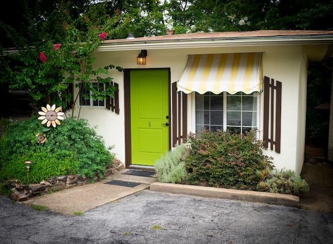 Sherwood Court: #5 Holiday Road Cottage