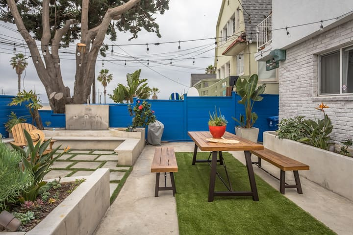 Venice Beach | Steps to the Beach |  Sleeps 6
