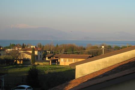Camera doppia a due passi dal lago, con colazione - Provincia di Brescia