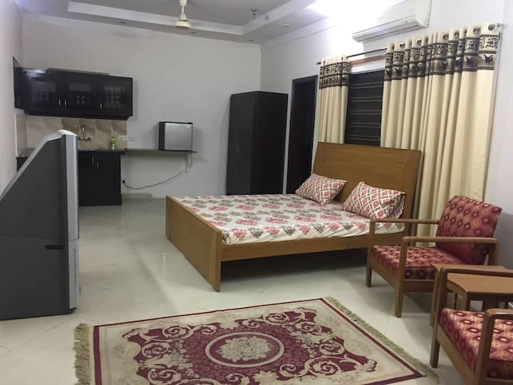 50 % off on 1 month stay Ground  1 bed bahria town