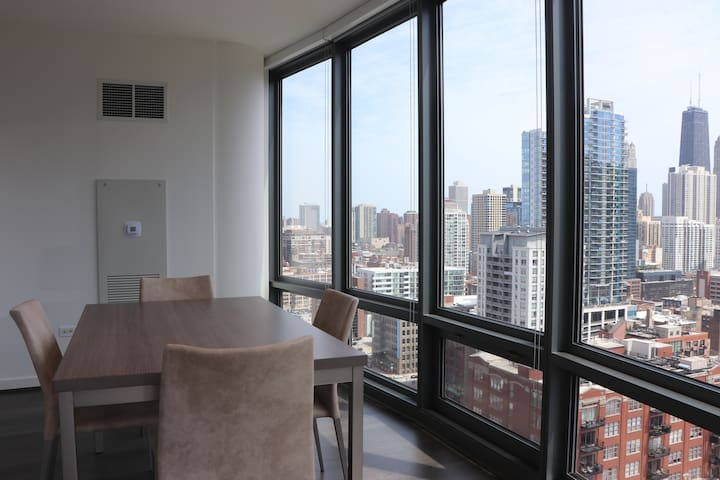 Luxurious Living In River North!