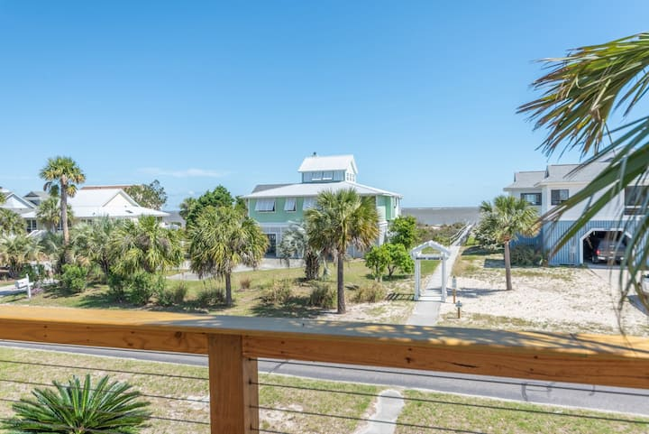 Sunny, oceanview home with an elevator and easy beach access