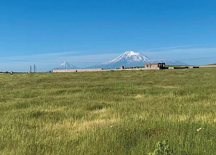 Accommodates 4 with Ararat view 15min from Yerevan