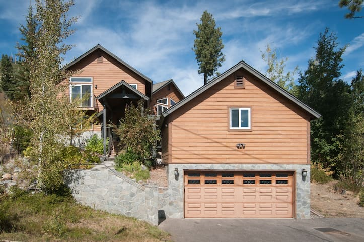 Beautiful Tahoe Home - Quiet, Clean, Views, WIFI