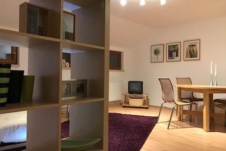 Gemütliche Ferienwohnung mitten im Stadtzentrum - Kamenz - Apartament