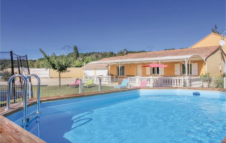 Holiday cottage with 4 bedrooms on 113 m² in Mountboucher sur Jabro