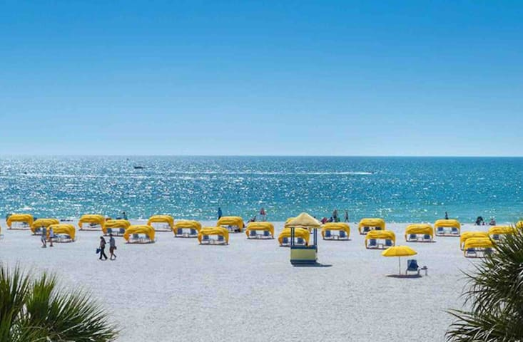 Corporate rental St.Pete beach*Walk to Everything