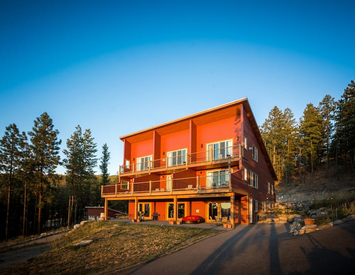 Crooked Tree Guest Suites - The Fir Suite
