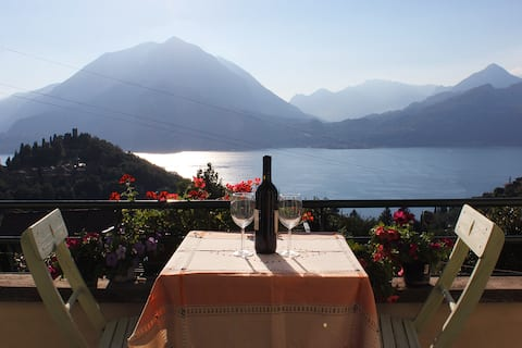 "Lake Como Panoramic View - ""Goldenlake"" Apartment"