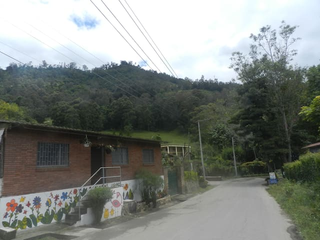 HERMOSA CASITA DE CAMPO, VIA TERMALES EN CHOACHI