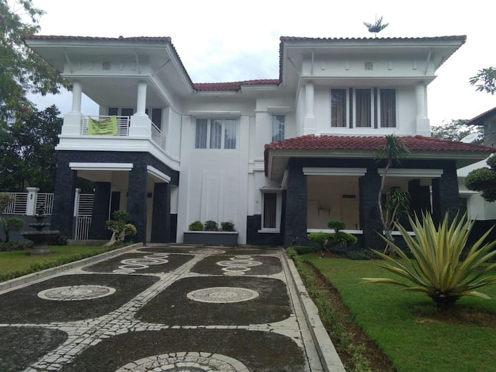 Exclusive House with Golf View at Jakarta-Bogor