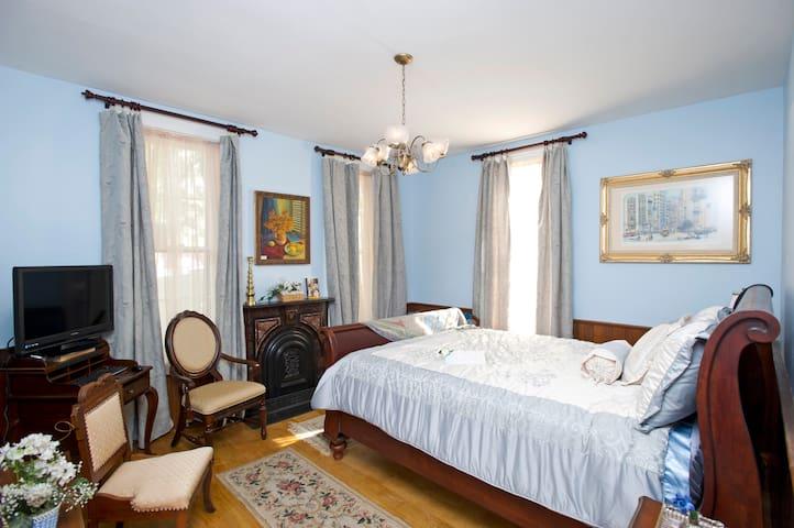 ⭐️ Downtown Suite w/ Luxury Steam Shower ⭐️