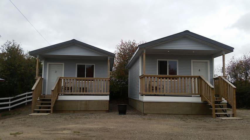Outer Edge Park Hillside B&B Cabin Suites