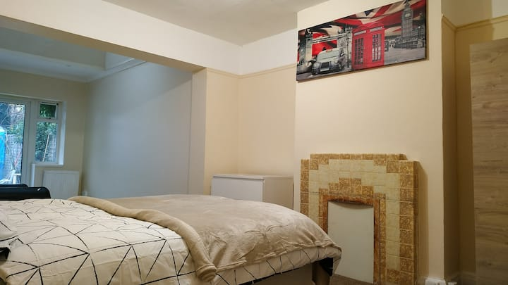 Spacious private room with terace for 1 to 3 pers.