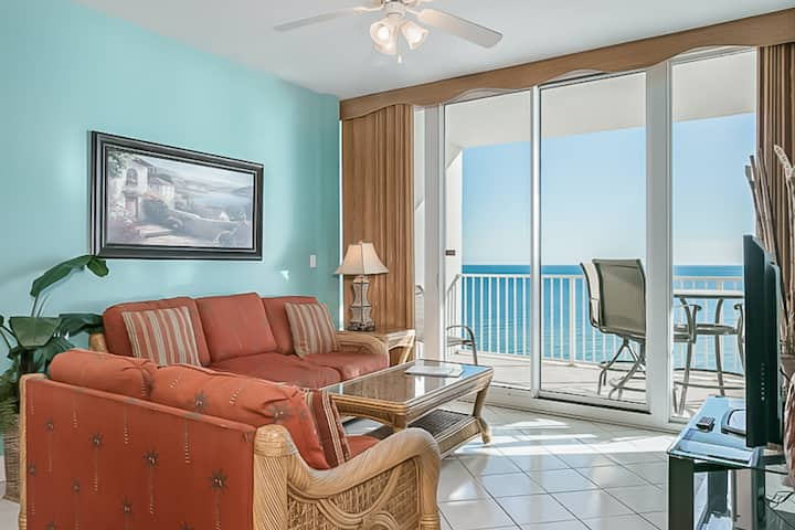 Oceanfront Condo with Shared Pool and Hot Tub, Ocean Views, WiFi, & Washer/Dryer