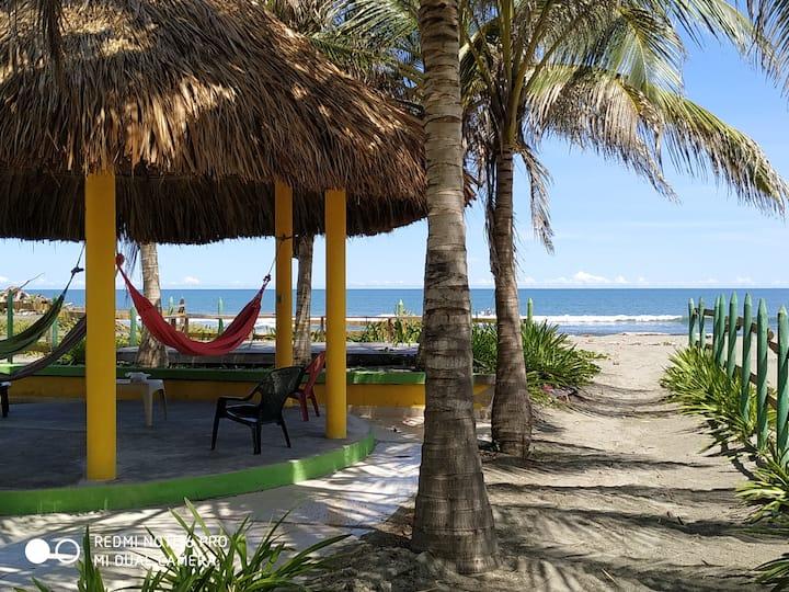 Cabaña muy hermosa con playa privada