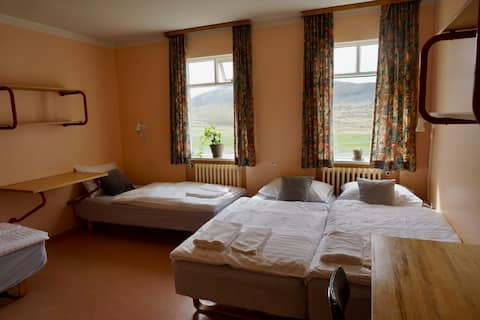 Comfortable Family Room - Gistiheimilið Númi