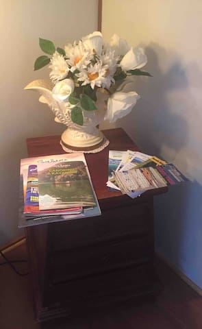 Lots of local information, maps, tourist pamphlets, food guides available for you to enjoy your stay at Lilyvale Cottage!