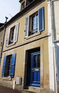 Courseulles, chambre avec cour - Courseulles-sur-Mer - Townhouse