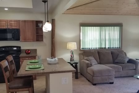 Beautiful Home in Country Setting - Kealohapau'ole - Mountain View