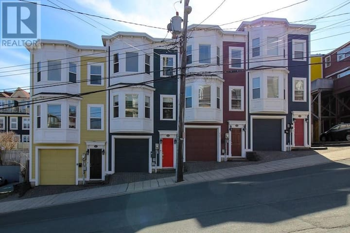 Jellybean Rowhouse with Harbour View and Garage!