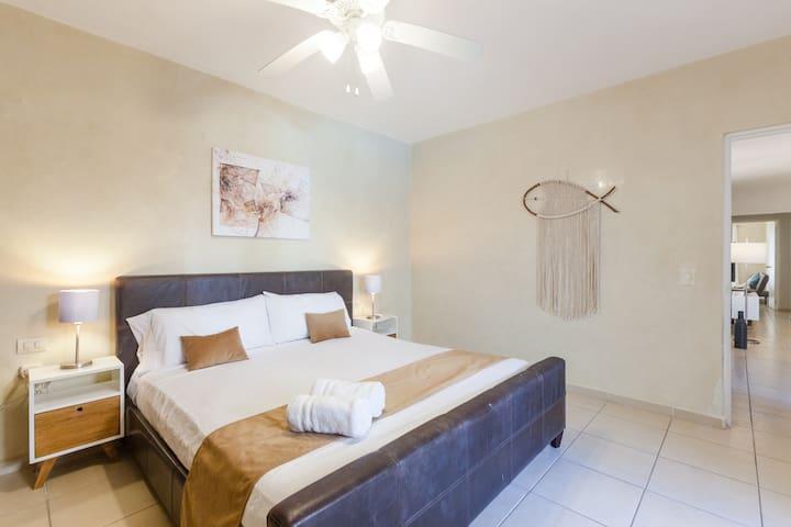 Hab. Principal, cama king / Main bedroom, king bed