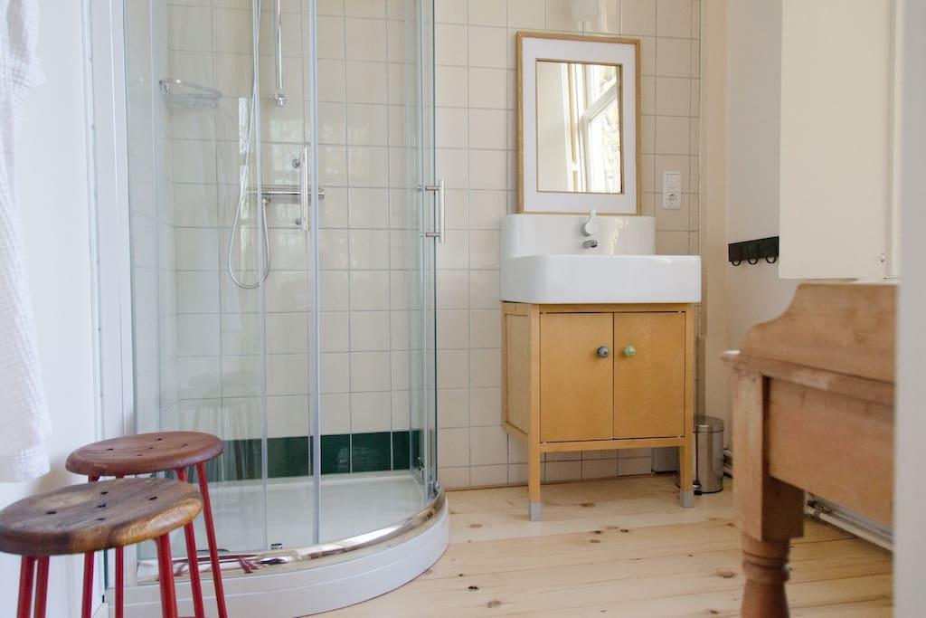 The Green Room - bathroom