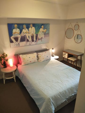 Private bedroom and bathroom minutes from the CBD