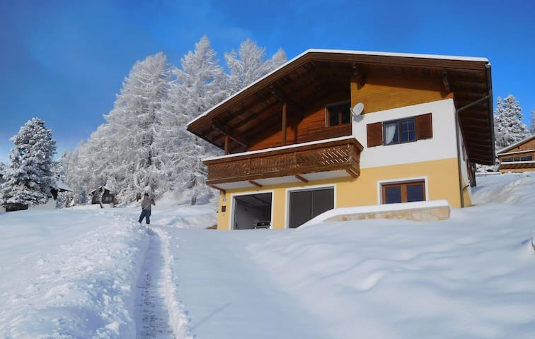 Delightful Alpine Chalet with Exquisite Views!