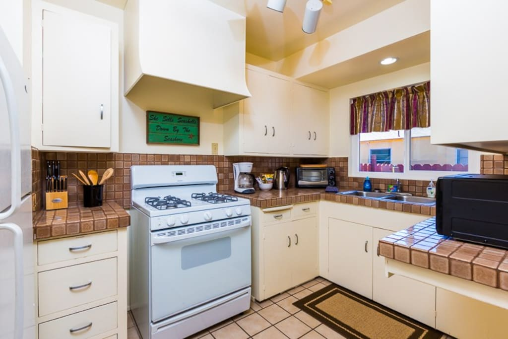 Fully equipped Kitchen has everything you need to to prepare meals.