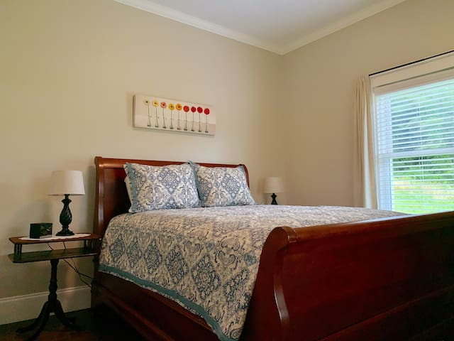 Queen size sleigh bed, bedroom (#1). Bathroom is NOT attached to this bedroom.
