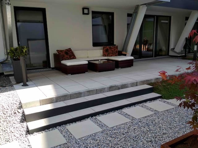Smart central apartment with 150 m² private garden