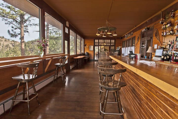 The Historic Crags Lodge Bar